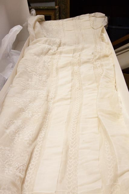 Dacca muslin with hand-embroidered lace fabric from the 19th Century